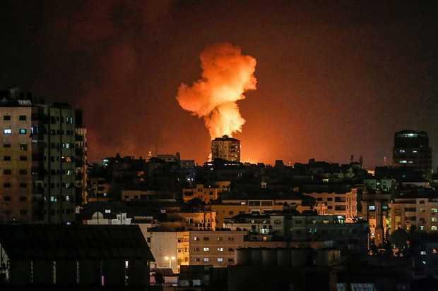 Balas Serangan Balon Pembakar, Israel Bombardir Gaza dari Darat dan Udara