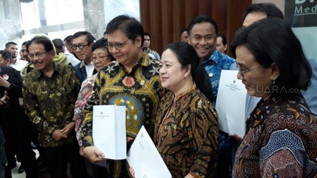 Menko Airlangga Kumpulkan 12 Menteri Konferensi Pers UU Cipta Kerja