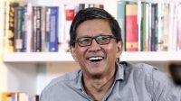 Rocky Gerung: Bayangkan jika Habib Rizieq Turun di Bandara, Dijemput oleh Gatot dan Anies Baswedan