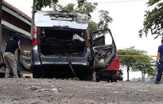 Istri dokter dibakar di mobil di Sukoharjo.