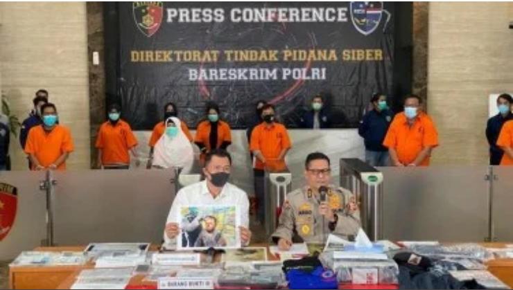 Andi Arief Menangis Lihat Syahganda Cs Dipertontonkan Seperti Teroris