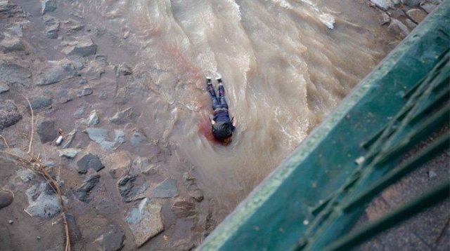 Demo Ricuh, Polisi Tangkap dan Lempar Anak Laki-laki 16 Tahun dari Jembatan, Polisi Sebut Ia Jatuh