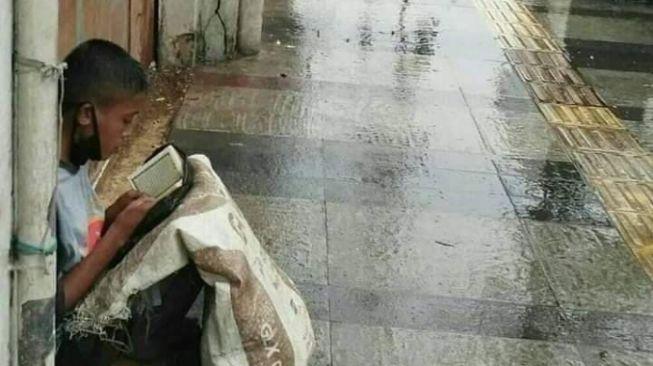 Bocah Pemulung Viral: Kalau Lapar, Saya Baca Al Quran sampai Kenyang
