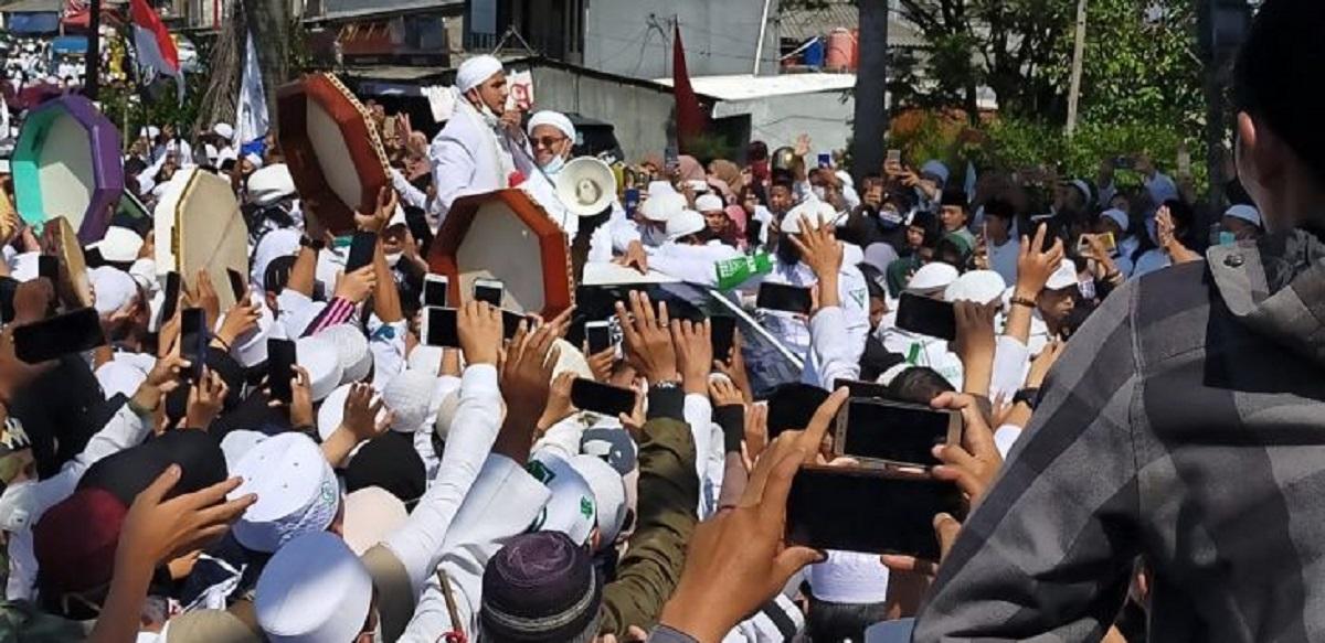 Siapa yang Benar? Ridwan Kamil atau Mahfud MD?
