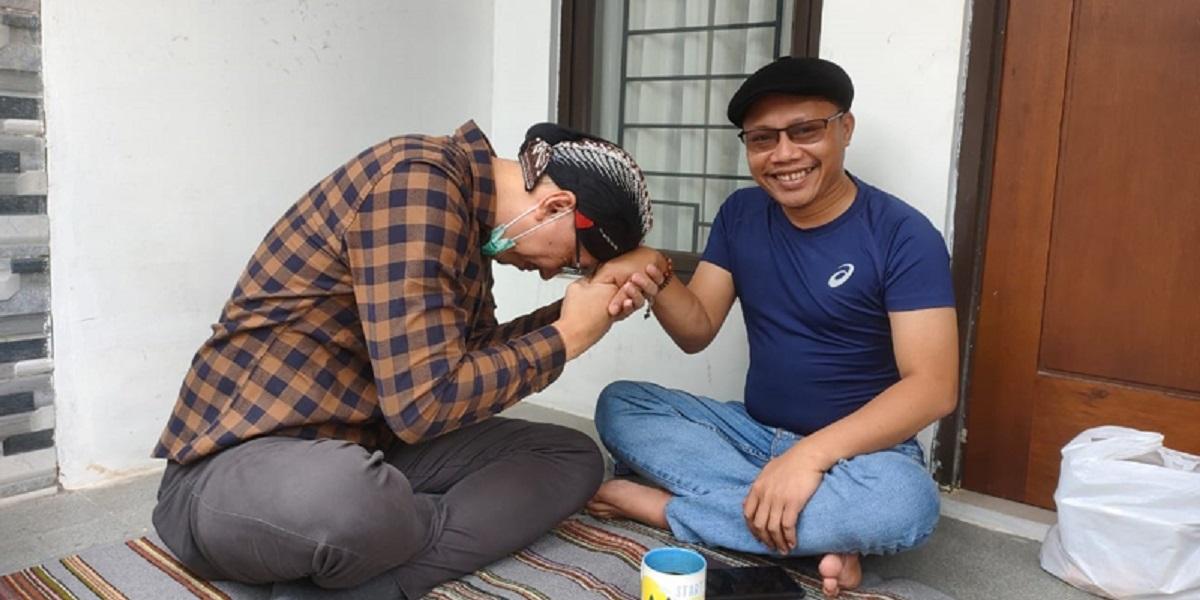 Sambangi Ketum Pemuda Muhammadiyah, Abu Janda Minta Maaf Soal Ucapan Islam Arogan