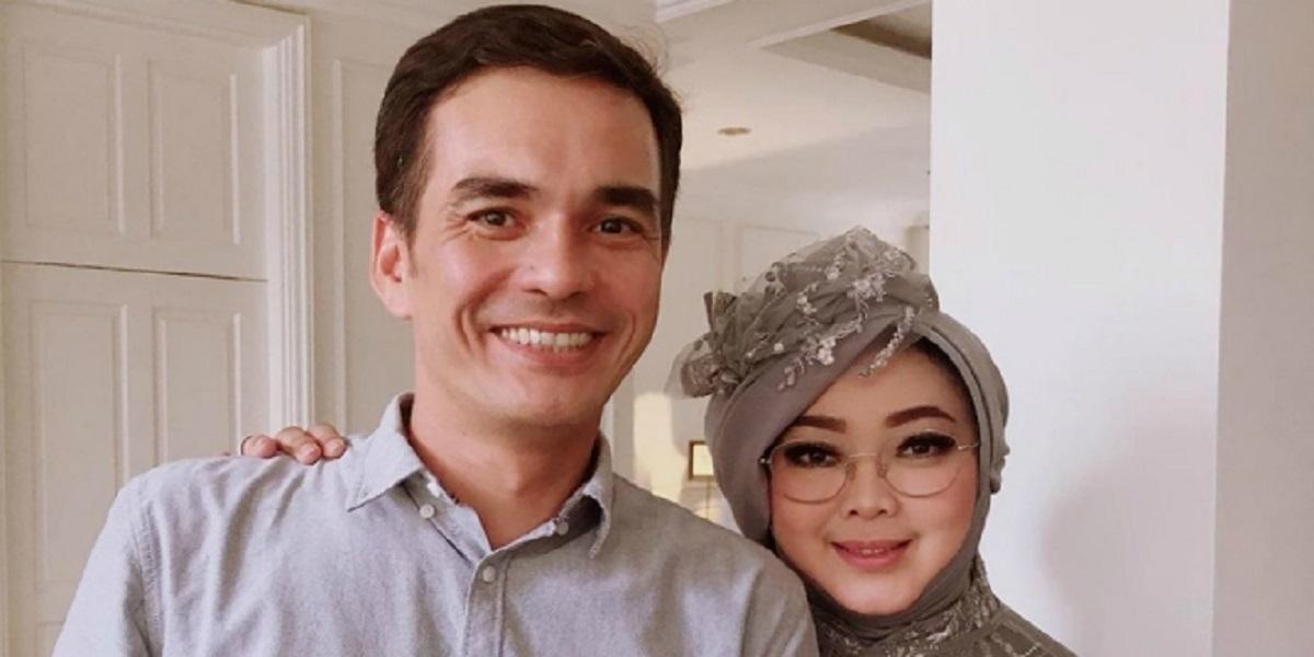 Detik-detik Komunikasi Terakhir dengan Suami, Rina Gunawan Lambaikan Tangan