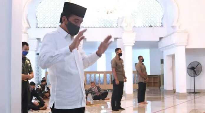 Sindir Jokowi Soal Muazin Salat Idul Adha, Mustofa: Aliran Apa Ya Pak?