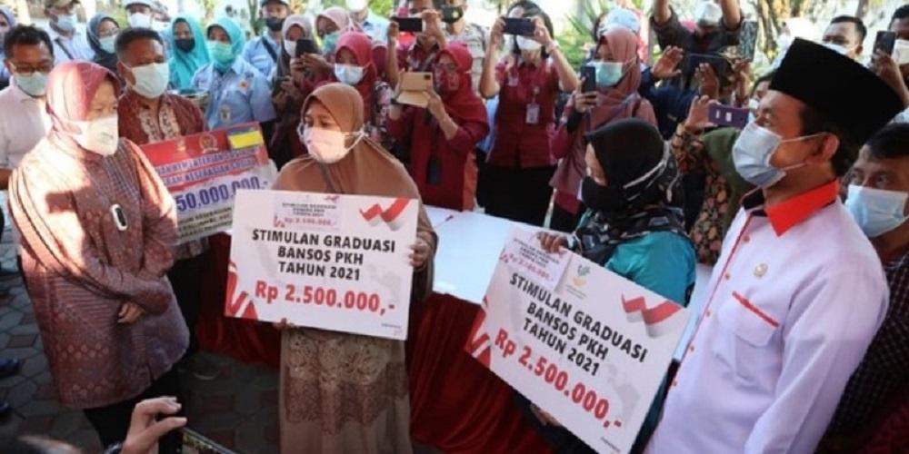 Ajak Bagikan Bansos di Semarang, Bukhori PKS Ingin Risma Pecahkan Masalah di Lapangan