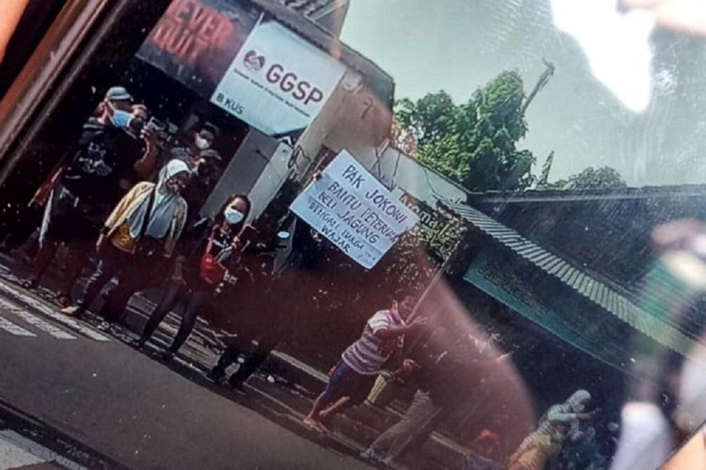 Kontras Kritik Langkah Polisi Amankan Warga yang Bentangkan Poster ke Jokowi
