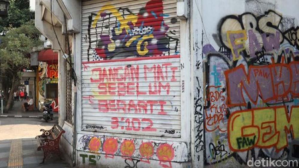 Pembuat Mural Mengaku Takut UU ITE, Akhirnya Pilih Gambar Tembok