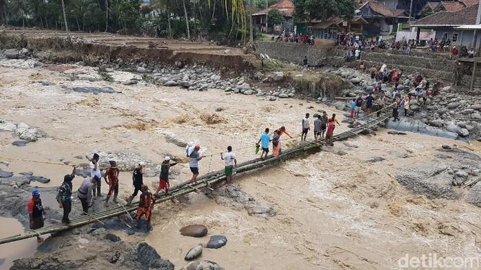 Banjir Bandang Terjadi di Bogor: Jembatan-Belasan Rumah Hanyut