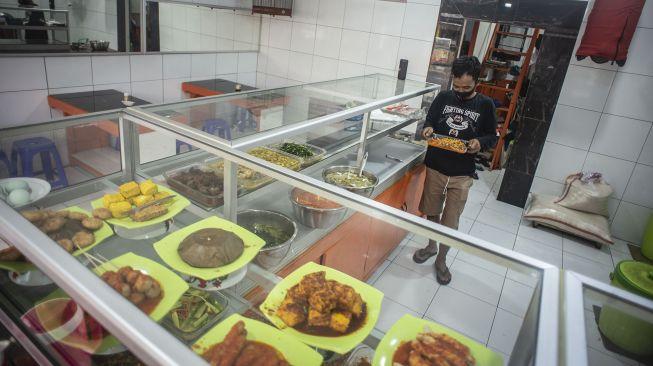 Jeritan Pedagang Warteg: Kami Butuh Bantuan, Bukan Waktu Tambahan Makan 60 Menit