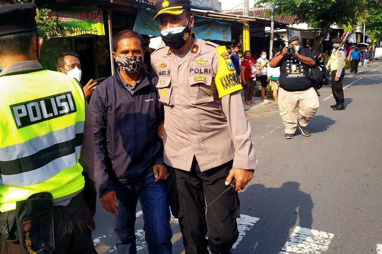 Tiba-tiba Bentangkan Poster ke Arah Jokowi, Pria di Blitar Ditangkap Polisi