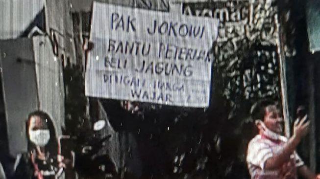 Peternak Dicokok Gegara Bentangkan Poster, Roy Suryo: Usai Mural Dihapus, Kini Poster Dirampas! Ambyar