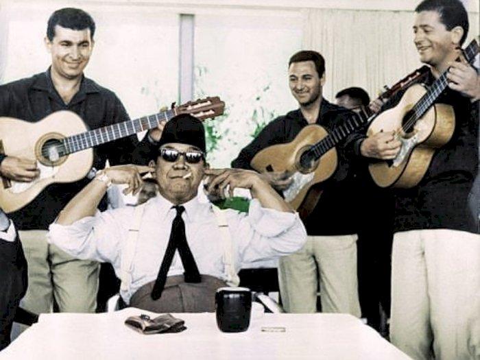 Seperti Santri Viral, Bung Karno Pernah Tutup Telinga Ogah Dengar Musik 'Ngak Ngik Ngok'