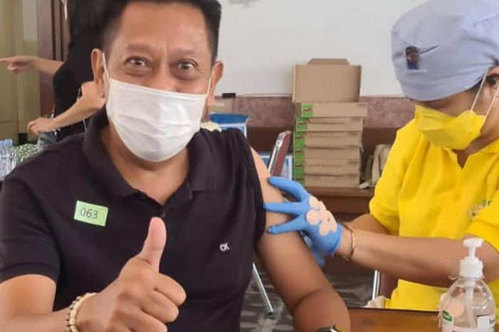 Foto Tukul Divaksin Ramai Dibahas, Ahli Ungkap Fakta Vaksin Covid-19 Picu Pembekuan Darah