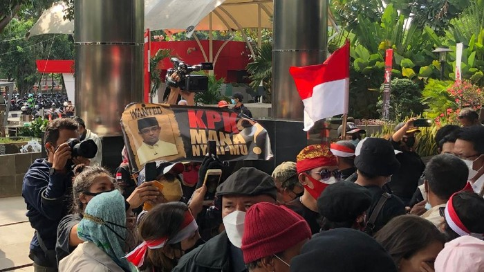 Anies Digeruduk Massa, Geisz: Silahkan Demo agar Demokrasi Terjaga